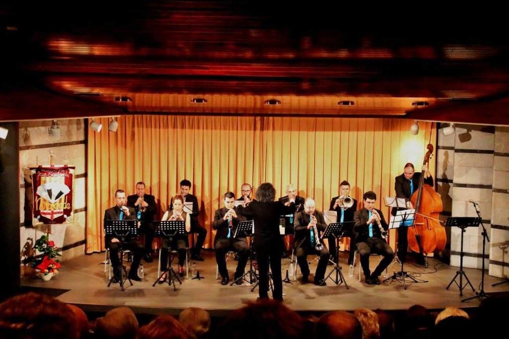 Concert de la Cobla Punt Cat a l'auditori de la Plana de l'Om de Manresa
